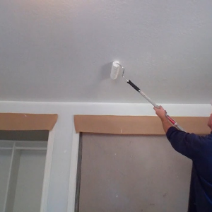 Sulėtinto džiuvimo labai balti dažai luboms